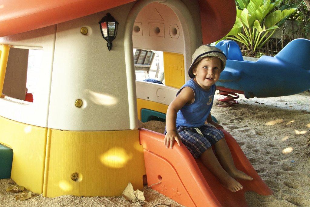 Mickey Mickey cafe: на детской площадке