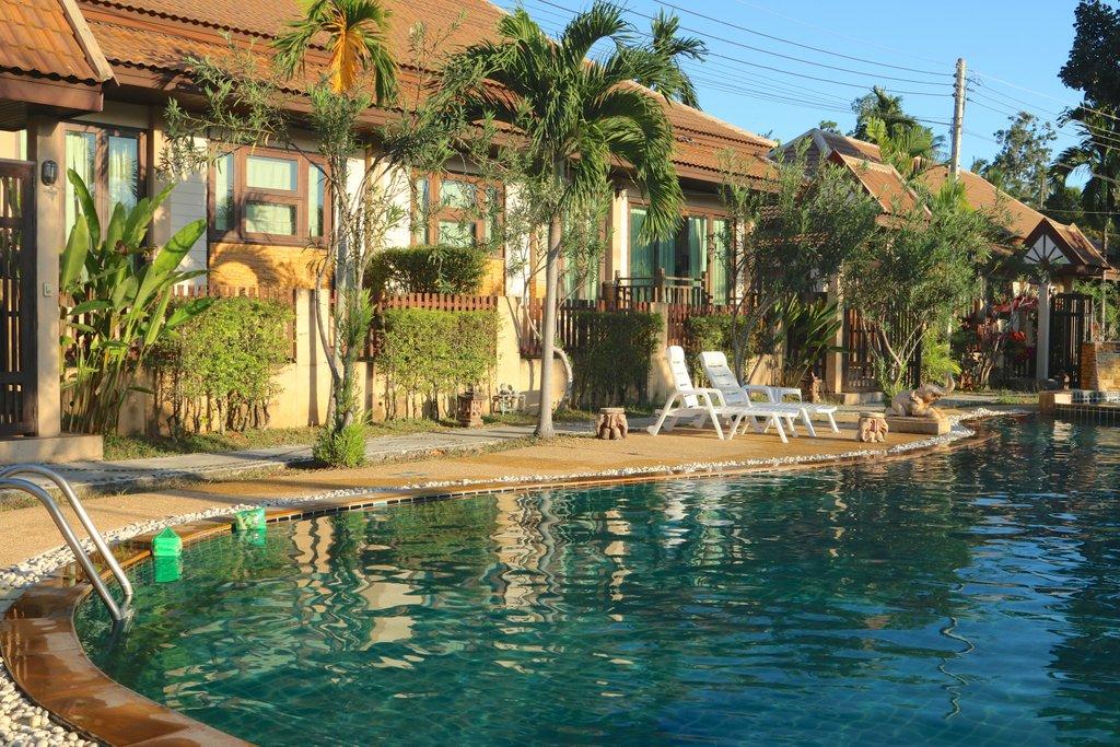 Соседний бассейн