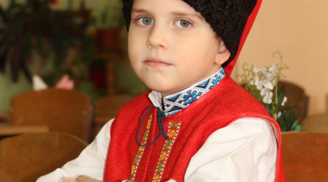 Чому ми вчимо дітей розмовляти українською